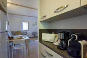Cuisine, salle à manger et salon résidence Santa Giulia
