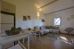 Cuisine, salle à manger et salon villa Santa Giulia