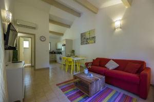 Salon et cuisine résidence Santa Giulia