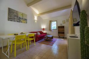 Salon et salle a manger villa Santa Giulia