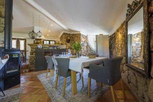 Salle a manger villa Santa Giulia avec piscine privée
