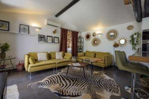 Salon villa Santa Giulia avec piscine