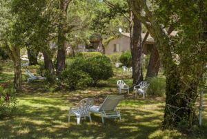 Grand parc dans la résidence de Santa Giulia
