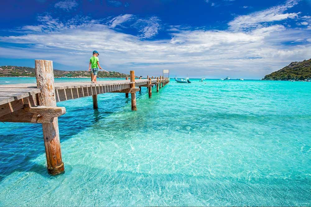 La plage de Santa Giulia, une des plus belle de la Corse est appelée la « perle de l'île »